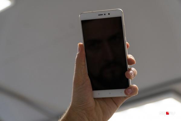 Потерпевшие покупали в кредит мобильные телефоны и отдавали мошеннику