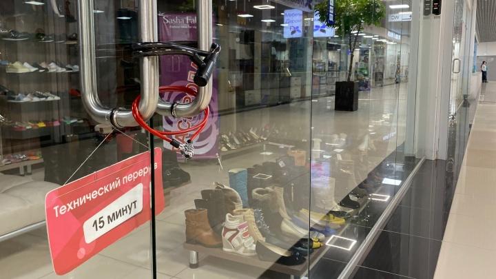 «С марта продажи почти остановились»: как живет торговый центр Волгограда, оставшийся без покупателей до конца весны