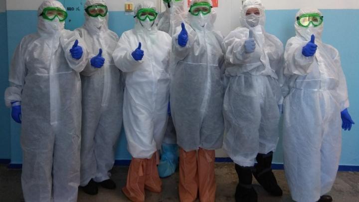«Туалет научились брать с собой»: врачи — о работе в «красной» зоне