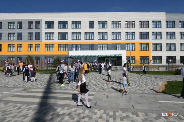 Первая школа в Солнечном открыла двери для учеников