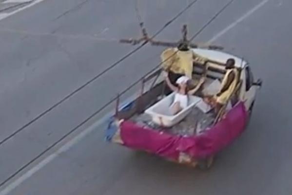 Виолетта Чиковани продолжает чудить на волгоградских дорогах