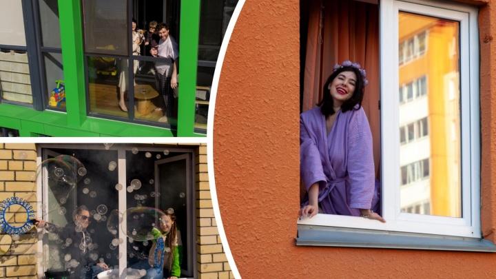 Шоу мыльных пузырей и танцы на подоконнике: заглядываем в окна тюменцев, сидящих на карантине