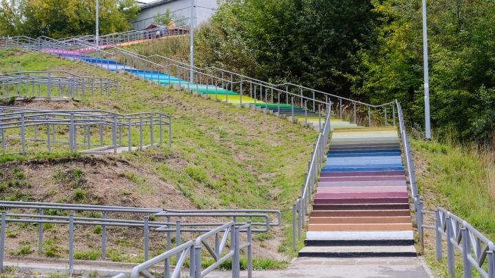 В Перми появилась цветная лестница. На ней есть и труба из игры Super Mario