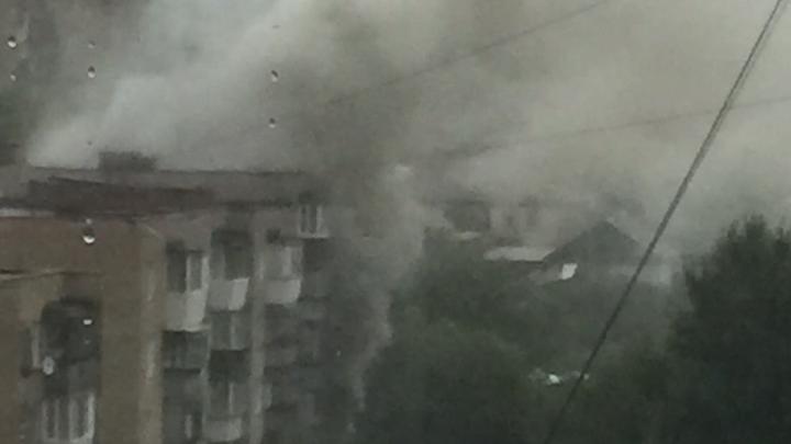 За смерть девочки при пожаре в многоэтажке в Челябинской области могут наказать её соседа