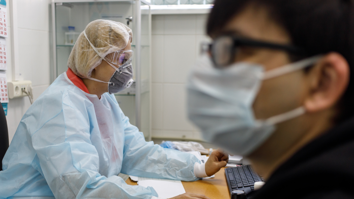 Минздрав: почти половина пациентов с COVID-19 в Архангельской области — люди среднего возраста