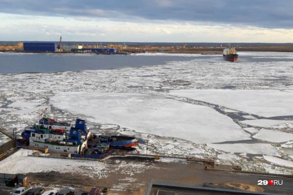 Ледоход разрушает лёд дляподготовки русла к пропуску основного ледохода