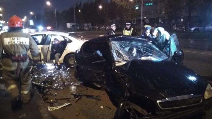 У парка Маяковского столкнулись такси и ZAZ Chance. Пострадали две женщины