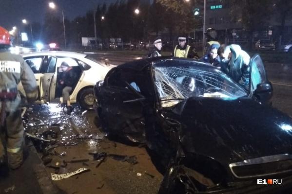 Двух женщин с места ДТП увезли в больницу