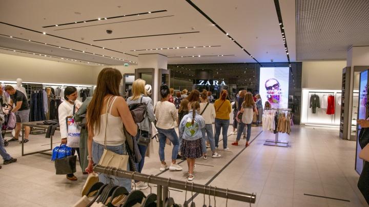 В открывшихся торговых центрах выстроились очереди: что творится в магазинах