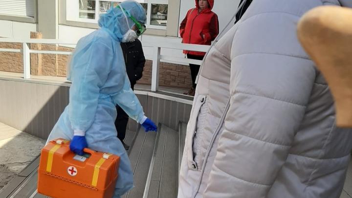 В Азове из-за подозрений на коронавирус закрывали больницу
