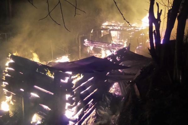 Поблизости не было воды, чтобы потушить огонь