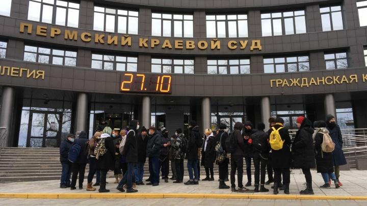Запрет на митинги с доставкой на дом: перед 4 ноября к пермским активистам пришли полицейские