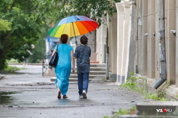 Радуга над Волгоградом воссияет не раньше пятницы. От хандры спасаемся яркими зонтами
