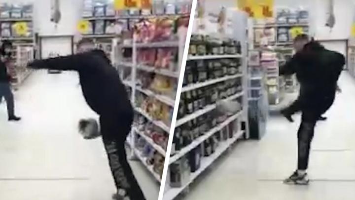 Нижегородский блогер «поиграл в футбол» в крупном супермаркете