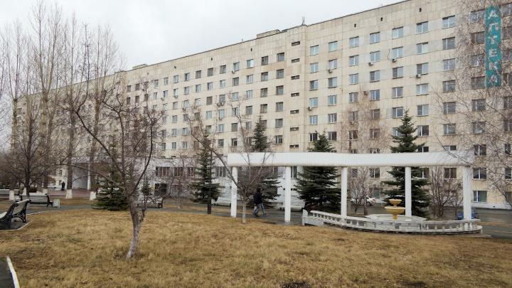 Экс-зама главврача областной больницы в Челябинске арестовали по делу о вымогательстве взятки