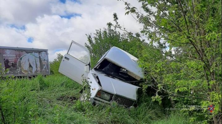 Есть погибший и раненый: в Волгоградской области лоб в лоб столкнулись легковушки