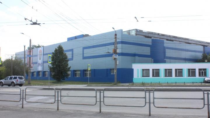 Сотрудников завода в Челябинске изолировали из-за коронавируса у их коллеги