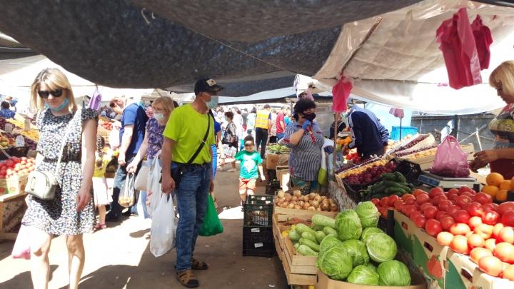 Уфимка — о социальной дистанции на колхозном рынке: «Все ходят на головах друг у друга»