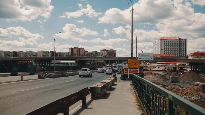 В центре Тюмени закроют автомобильный мост через железную дорогу