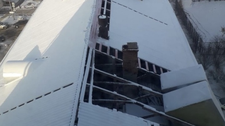 Жильцы «сталинки» в центре Челябинска остались с дырявой крышей в декабре