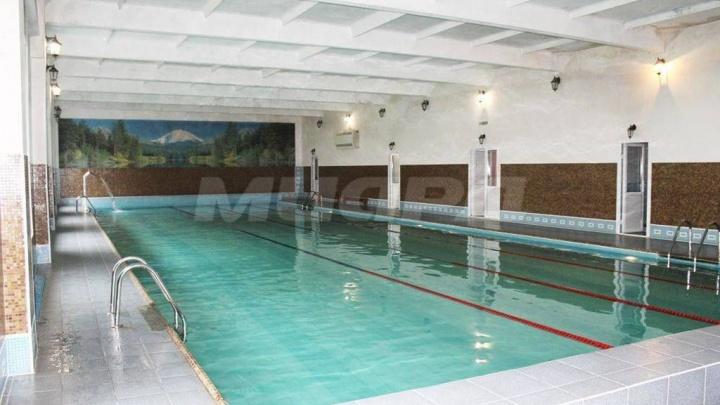 В Омске за 35 миллионов продают бассейн в «Долине нищих»