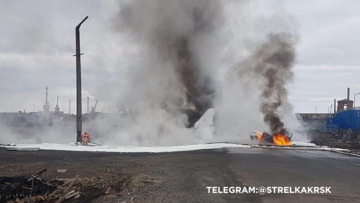 Водитель легковушки протаранил резервуар с дизтопливом и спровоцировал пожар на ТЭЦ