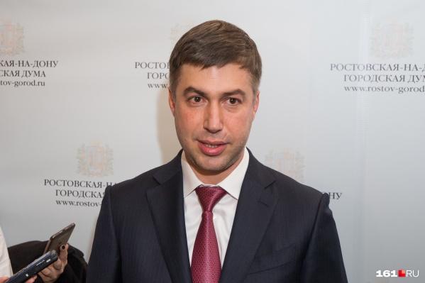 Логвиненко провел встречу с журналистами, но на вопросы о 20-й больнице отвечал осторожно