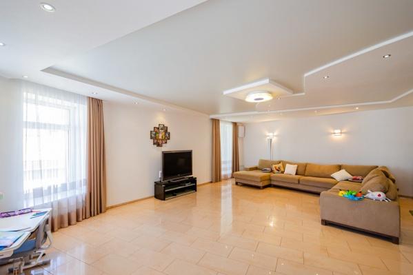 Площадь двухэтажной квартиры — 345 квадратных метров