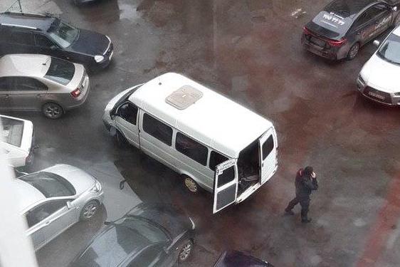 «А вдруг теракт?»: люди с автоматами перепугали жильцов дома на Северо-Западе Челябинска