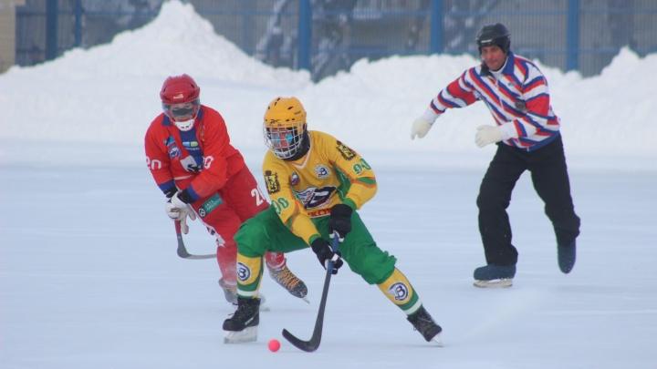 «Водник» уверенно выиграл «Сибсельмаш» в матче по хоккею с мячом