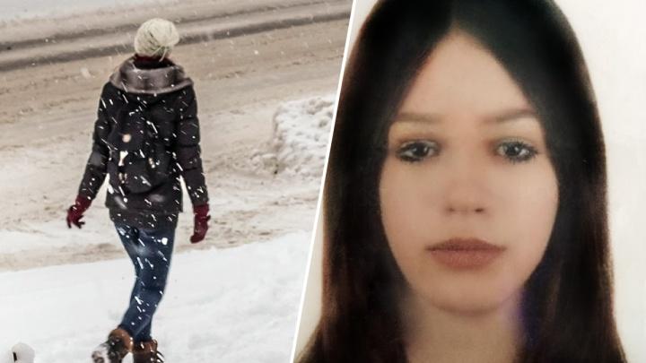 «Дома была ссора»: в Новосибирске ищут девочку в клетчатом шарфе