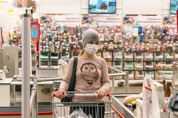 При введении такого режима надевать маски с большой долей вероятности потребуют от тех, кто пошёл в магазин