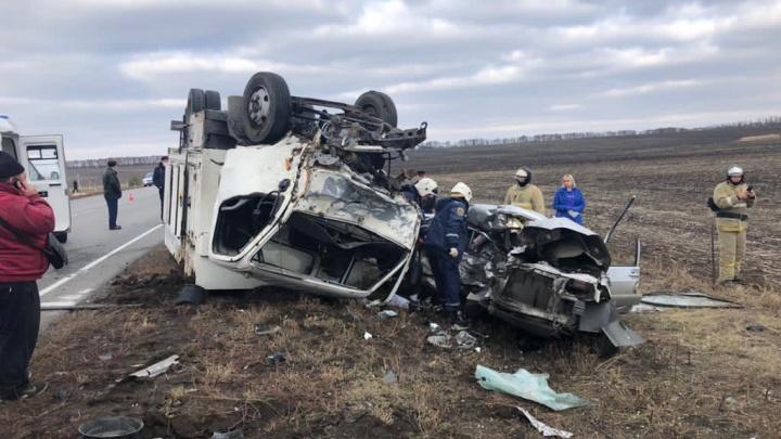 Две женщины и 8-летний ребенок погибли в ДТП в Ростовской области
