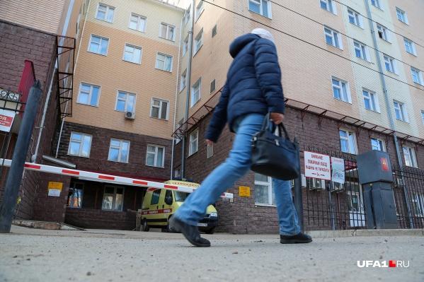 В РКБ имени Куватова остаются 25 человек с подтвержденным COVID-19
