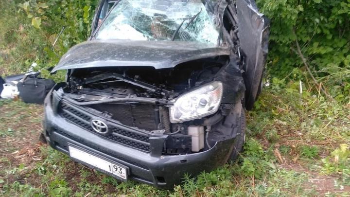 Перевернулся в кювете: в Самарской области водитель Toyota погиб после вылета с трассы