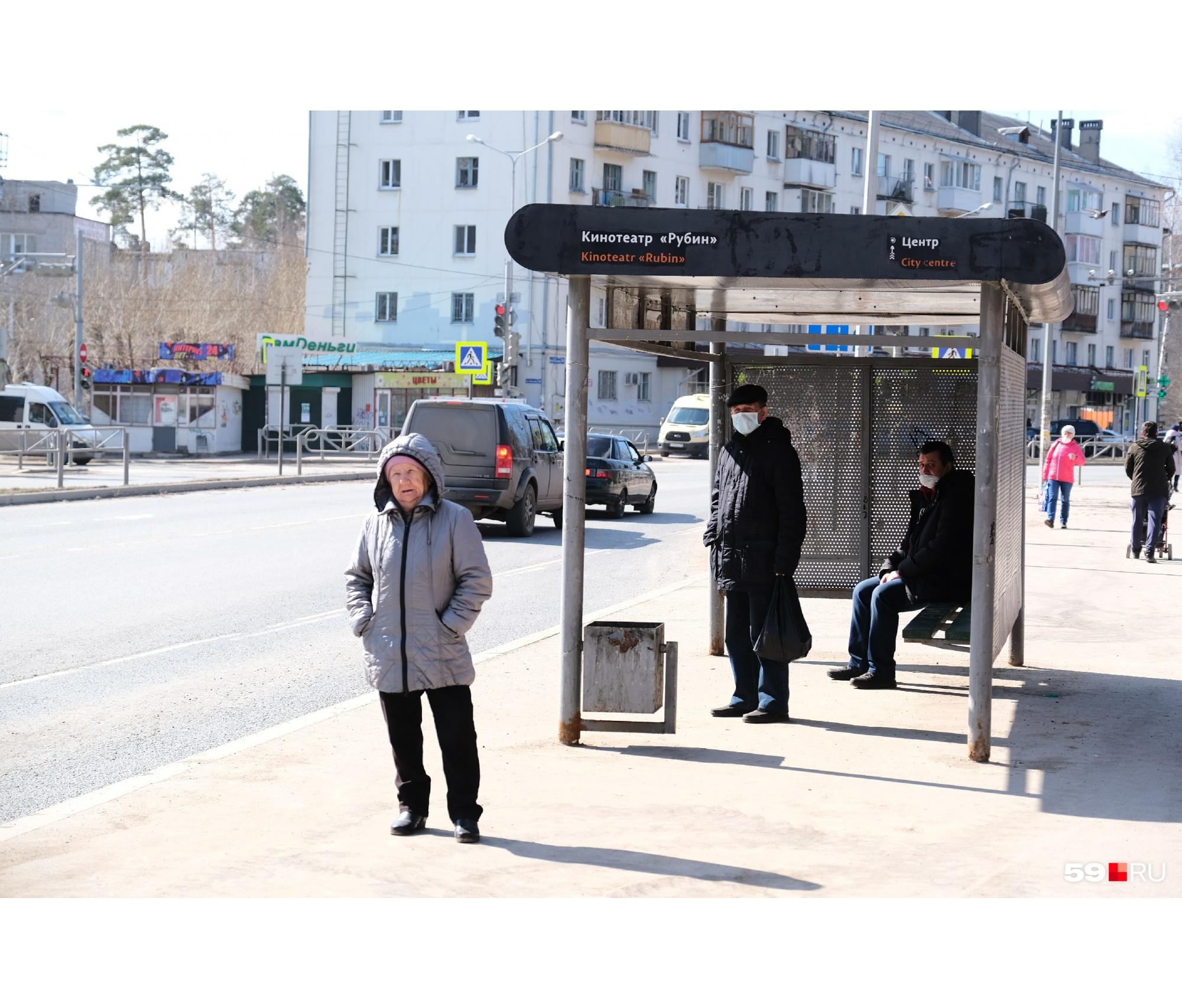 Интересно, эта женщина поедет в автобусе без маски?