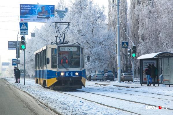 Трамваи спасают горожан от многочасовых пробок на дорогах