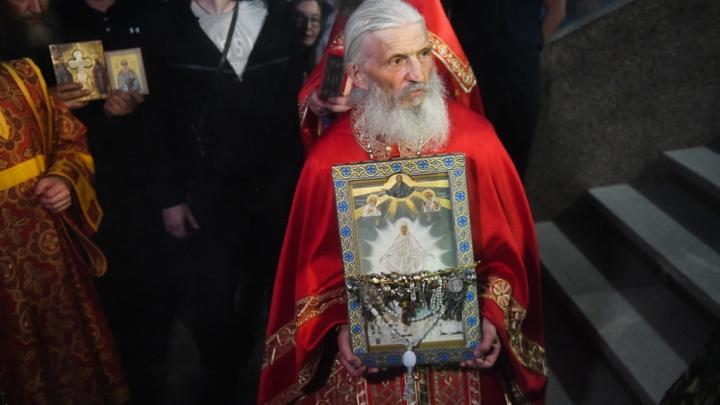 В суде выяснили, имеет ли скандальный экс-схимонах Сергий права на захваченный храм