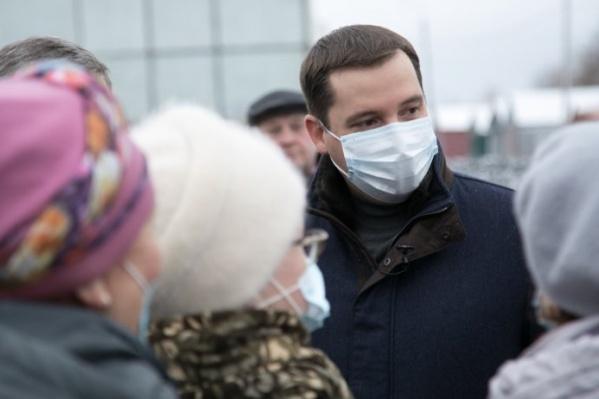 Денис Большаков считает, что гигиеническая маска «уж точно не может защитить органы дыхания, на то она и гигиеническая»