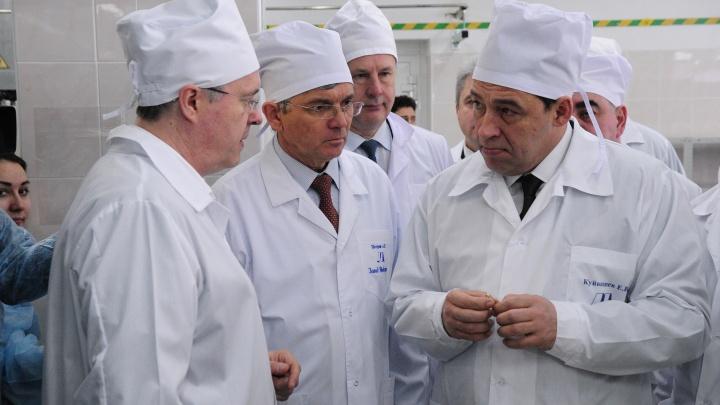 Свердловские власти премируют врачей, которые работают с пациентами по коронавирусу