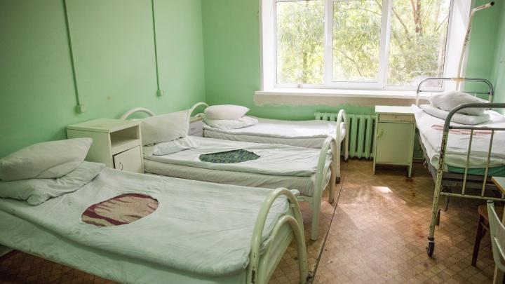 «Заражённых больше, чем больничных коек»: куда делись «лишние» пациенты с коронавирусом