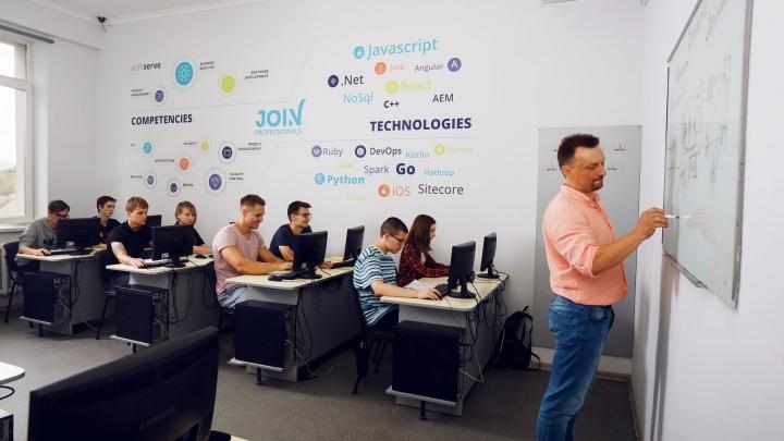 Жить в Тюмени, работать в США: объявлен набор в Международную компьютерную академию «ШАГ»