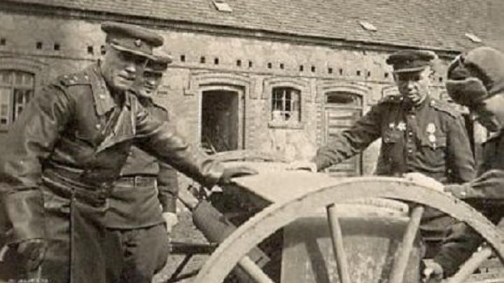 Фронтовой инстаграм: «Отца оставили в Германии, чтобы немцы не висели иждивенцами на шее»