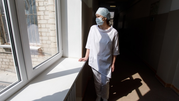 В НСО пересчитали медиков, которые заболели коронавирусом на работе, — им заплатили почти по 70 тысяч