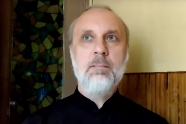 Прошло уже больше месяца с тех пор, как иеромонаха отстранили от священнослужения