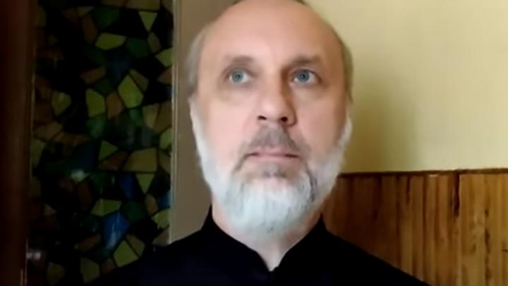Наказанный за критику храма Минобороны новосибирский священник начал вести проповеди на YouTube