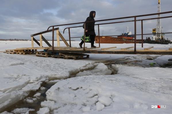 Этой зимой работа ледовых переправ непредсказуема из-за теплой погоды