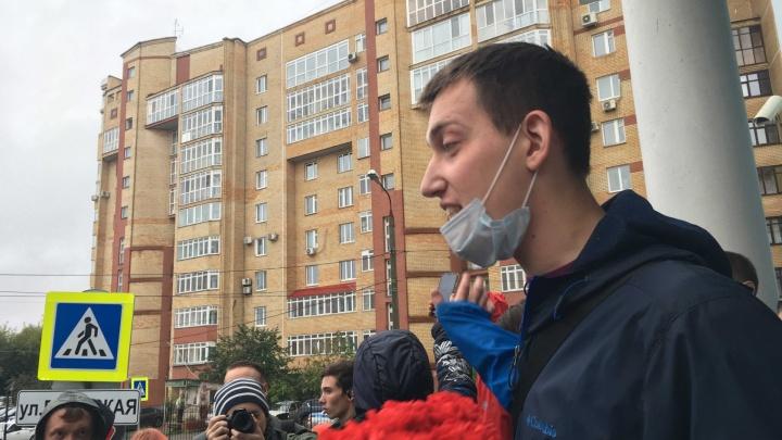 Пермяк задал вопрос о «кукле Путина» врио губернатора, встретив его на эспланаде. Теперь ему грозит суд за хулиганство