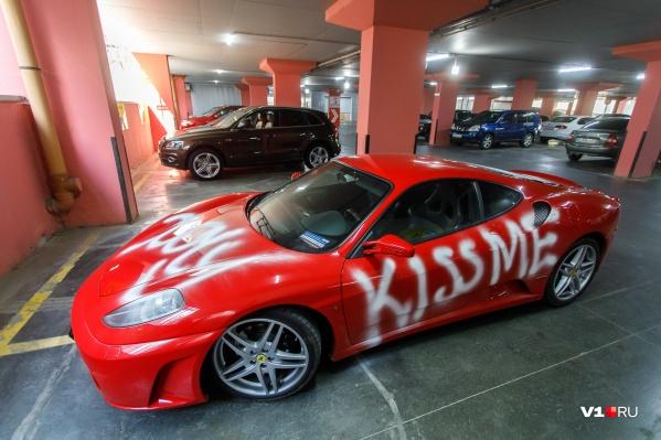 Владимир оставляет машину только на парковках