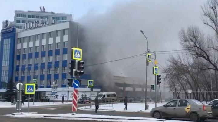 На Пермякова загорелся старый завод